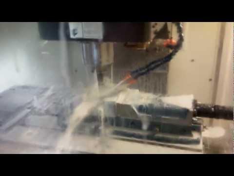 مصنع تكنو بلاست إيجيبت ماكينة الـ CNC أثناء عمل القوالب 2